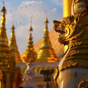 Voyage-organise-Birmanie-Myanmar-Lion-statue-Voyages-Del-Tour