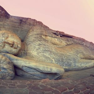 Voyage-organise-Sri-Lanka-Polonnaruwa-Bouddha-Couche-Voyages-Del-Tour